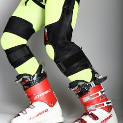 A skier fitted with ski mojo