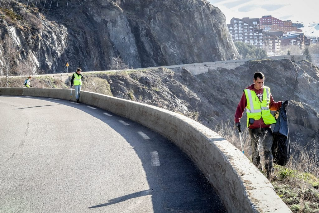 Alpe DHuez litter clean up mountain road