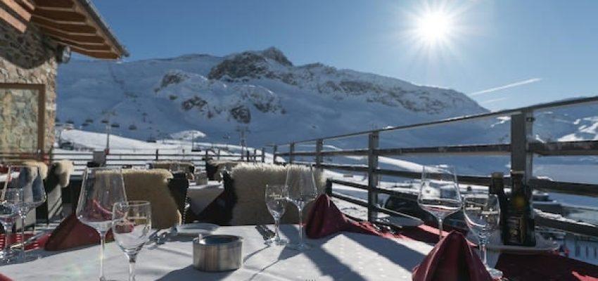 Im Alpenhaus Idalp genießen hochwertige kulinarische Kreationen, erlesene Getränke und die beste Aussicht. Egal ob m Mountain Vip Club, der Lounge oder im SB Restaurant!